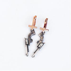 Серьги кресты золотые, пистолеты серебряные, чернение.