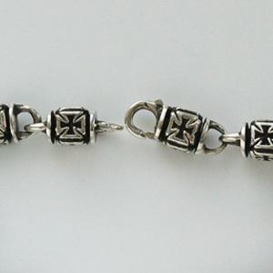 Байкерская атрибутика-Браслет серебряный с Мальтийскими крестами, чернение.