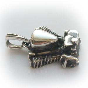 Байкерская атрибутика-Байкерская подвеска серебряная двигатель