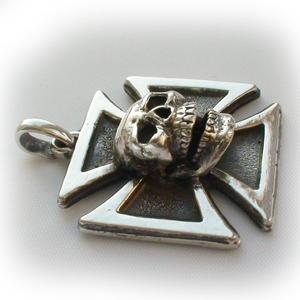 Байкерская атрибутика-Байкерская подвеска серебряная мальтийский крест череп