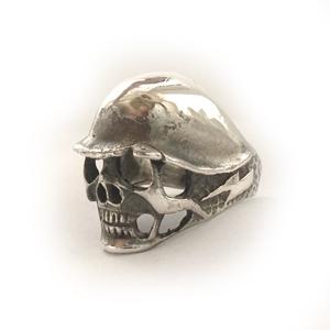 Кольцо серебряное Череп в немецкой каске, чернение.