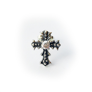 """Серьга серебряная """"крест"""", чернение. Камень фианит 3,25мм."""